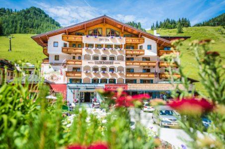 Sommerurlaub am See - Familienurlaub - 4 Sterne Superior Hotel Salzburger Hof in Zauchensee