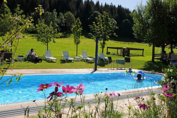 Außenpool im Hotel Taxerhof - Familienhotel in Radstadt, Salzburger Land