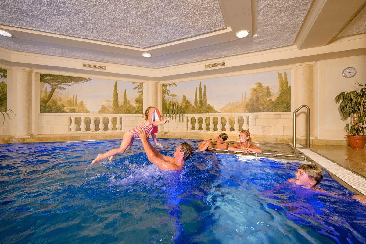 Pool & Hallenbad - Familienhotel in Zauchensee, Salzburger Land