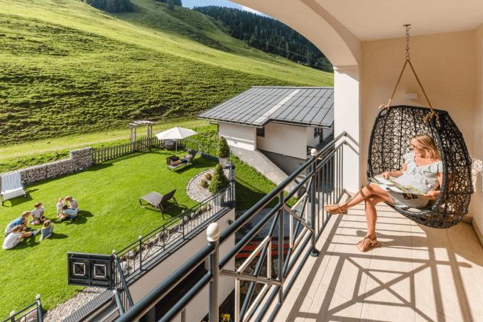 Garten und Aussicht Familienurlaub - 4 Sterne Superior Hotel Salzburger Hof in Zauchensee