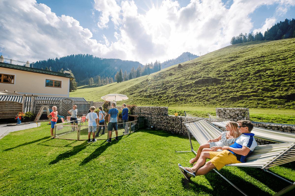 Garten Spielplatz für Ihren Familienurlaub - 4 Sterne Superior Hotel Salzburger Hof in Zauchensee