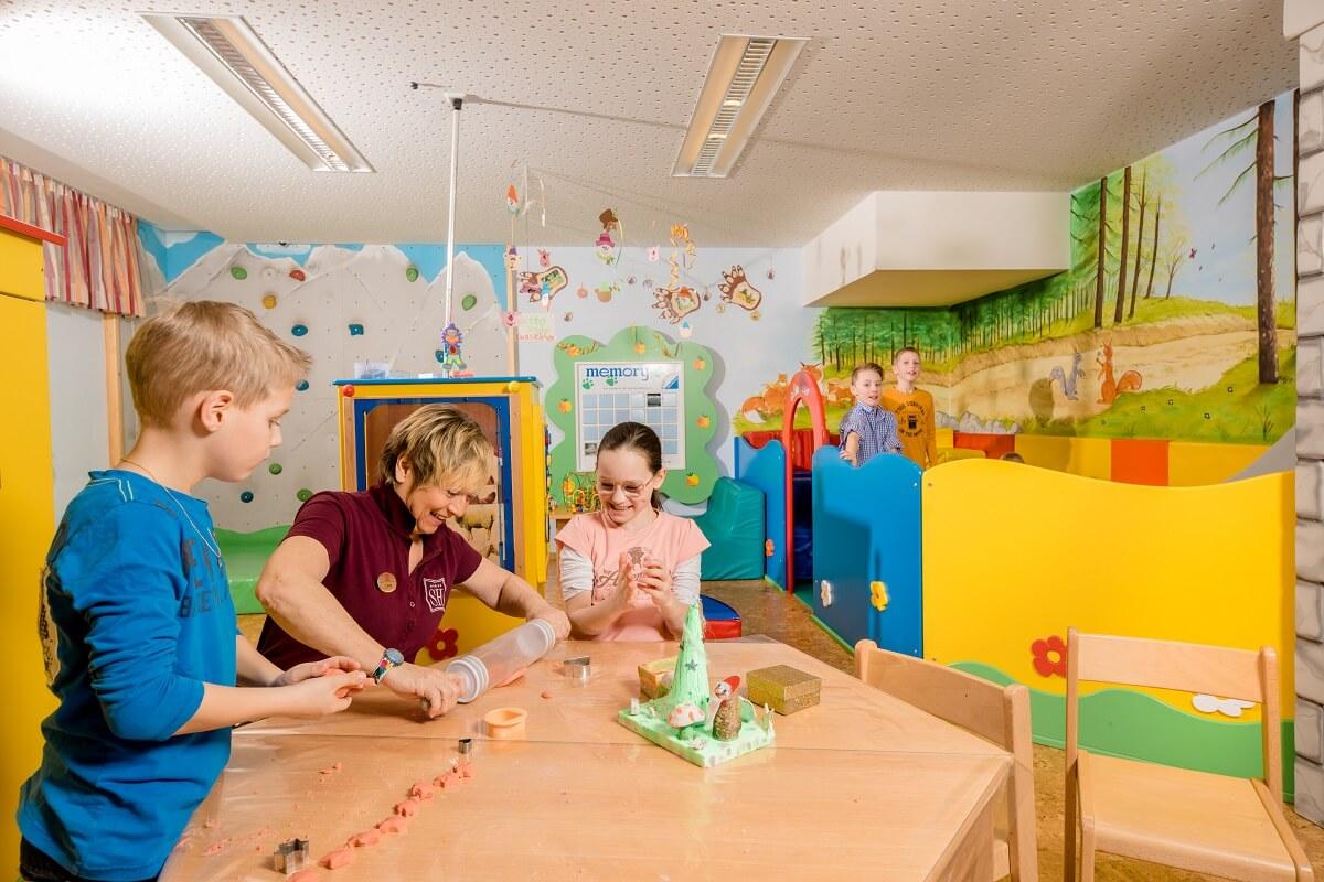 Familienurlaub in Zauchensee Salzburger Hof Spielraum