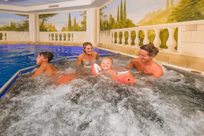 Wellness Pool Hallenbad im Hotel Salzburger Hof - Familienhotel in Österreich